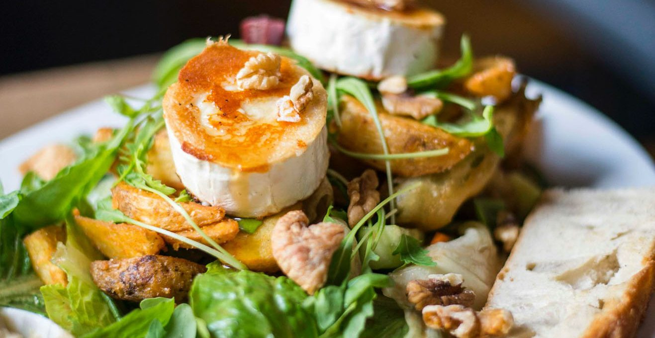 Salat essen im Attentat Griechischer Salat in Obergiesing