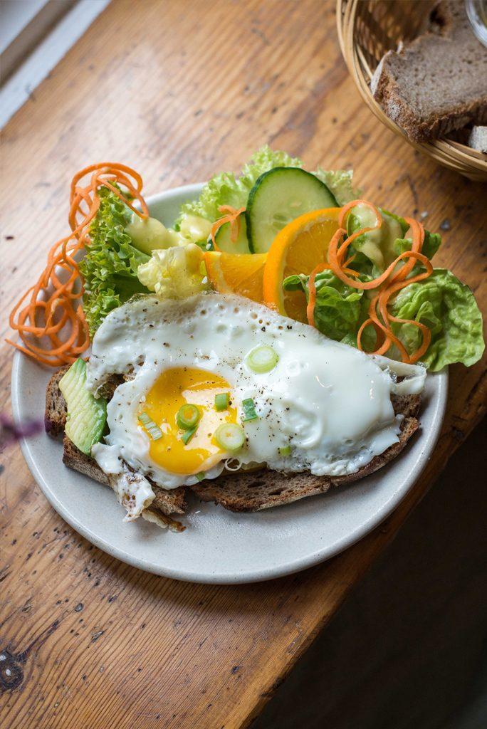 """Veganes und vegetarisches Frühstück in Hamburg im Zero-Waste Café """"In guter Gesellschaft"""""""