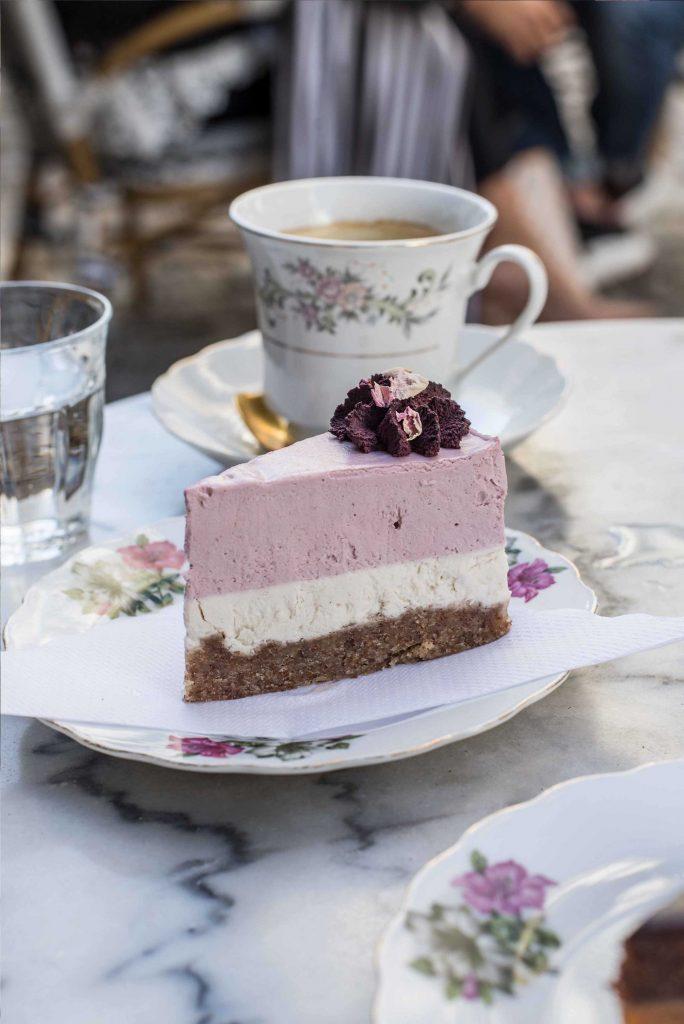 Veganer Kuchen in der Simply Raw Bakery in Wien