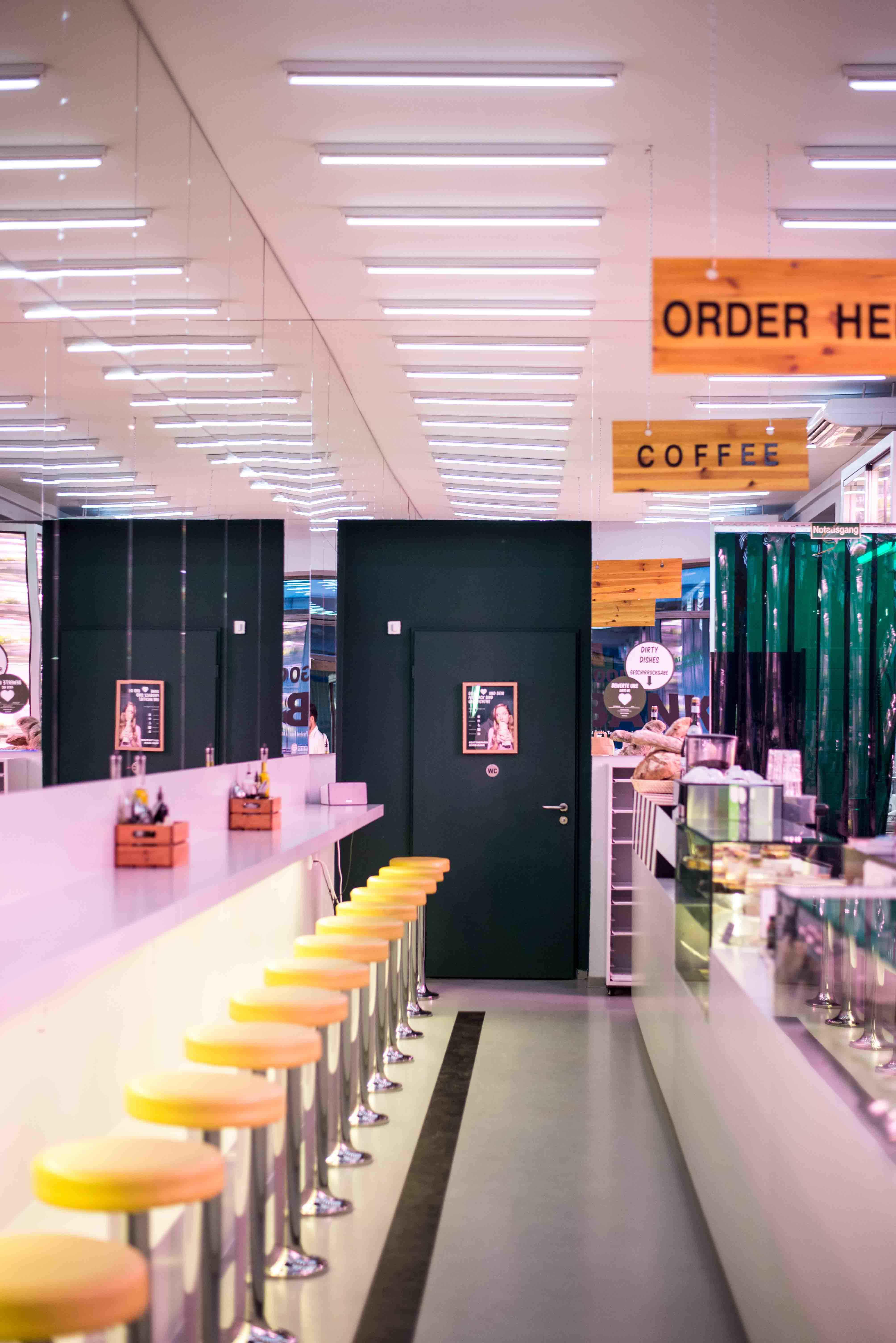 the good bank zukunftsmusik und salat in berlin mitte. Black Bedroom Furniture Sets. Home Design Ideas