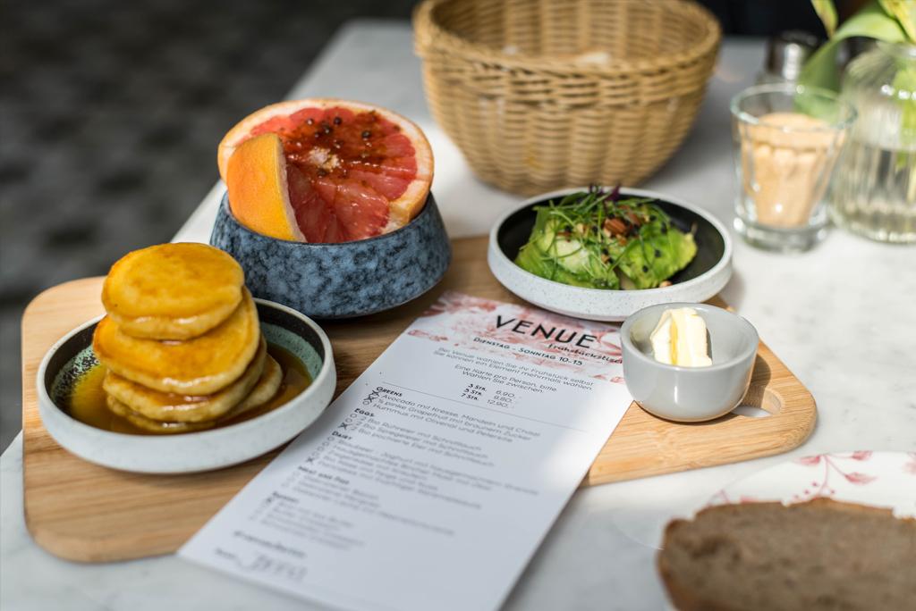 Frühstück im Cafés Venue in Neukölln
