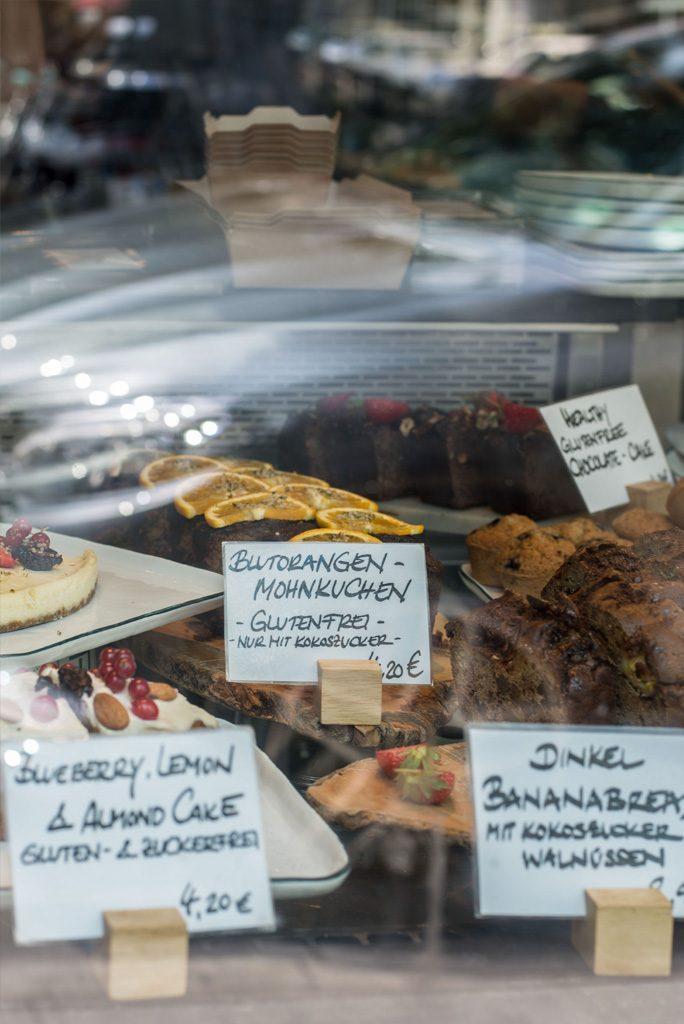 Laura´s Deli serviert gesunden Kuchen in Düsseldorf