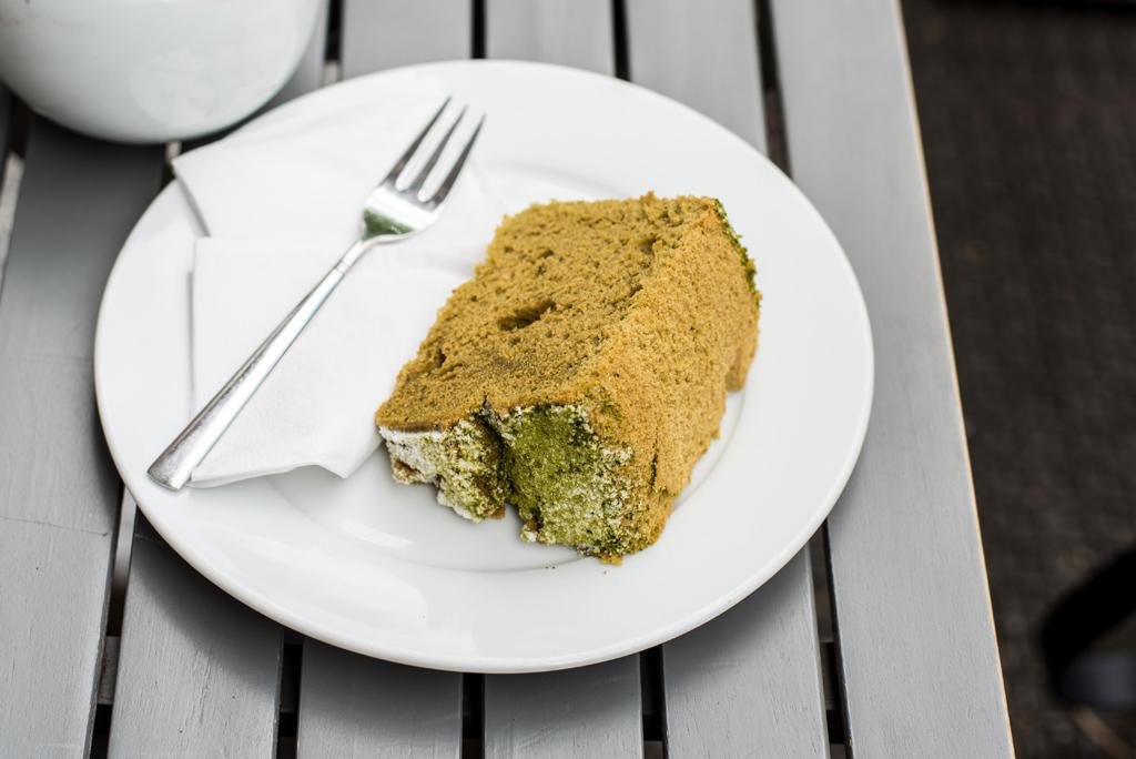 Matcha Kuchen essen im SUZUKI in MÜnchen