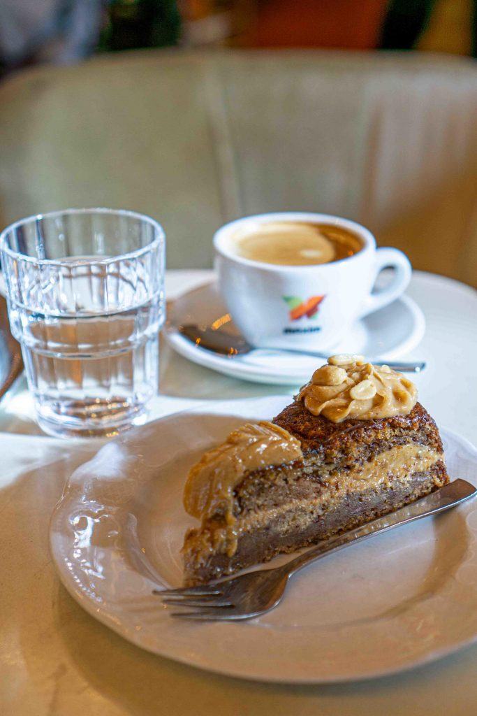 Veganer Kuchen im Café Jasmin in München