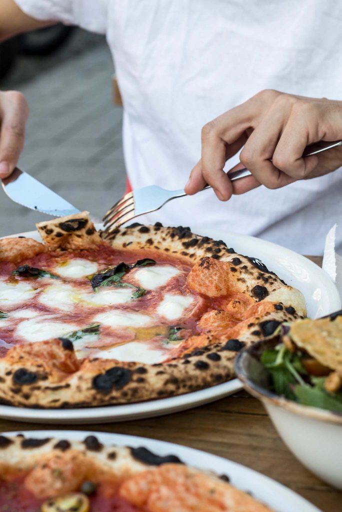 Neapolitanische Pizza in München in der Nine O Five Pizzeria