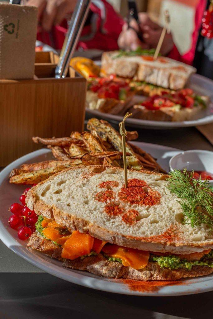 Sandwich mit Karotten-Lachs aus dem Café Katzentempel in München