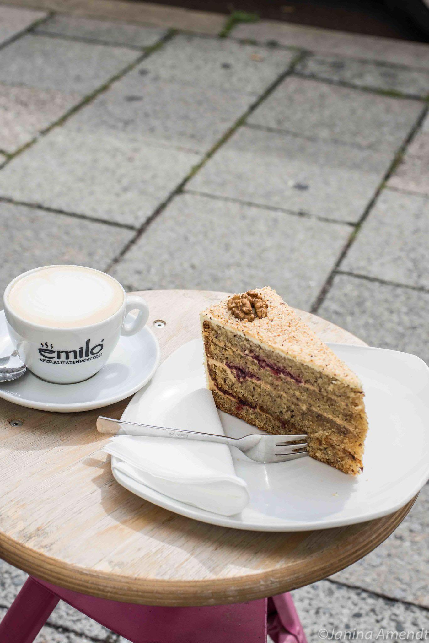 Kuchen und Kaffee aus dem Emilo im Westend