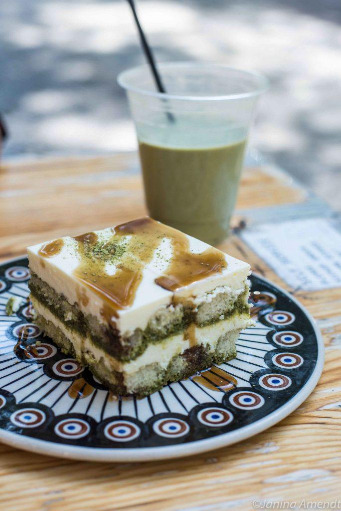Matcha-Tiramisu in der Kame Bakery