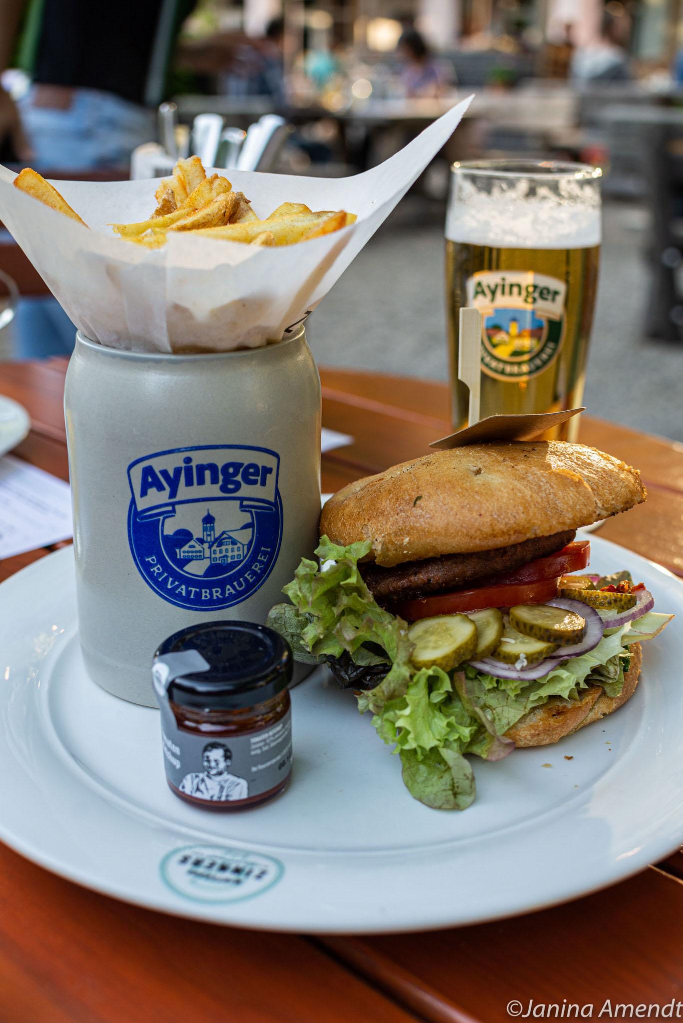 Veganer Burger aus dem Wirtshaus Zinners in Taufkirchen